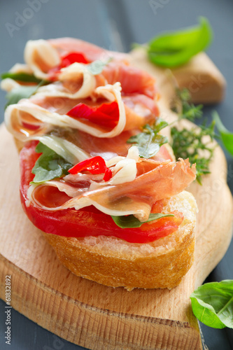 Bruschetta with prosciutto, tomato and basil.