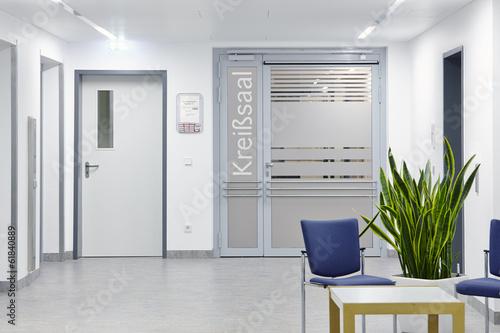 Leinwanddruck Bild Krankenhaus Eingangstür Station