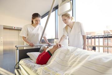 Patientin Krankenhaus Bett Schwestern