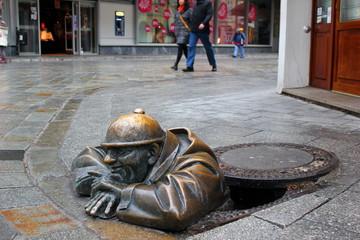 Cumil - Der Glotzer, ein Wahrzeichen von Bratislava