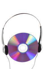 Наушники и компакт-диск, на белом фоне