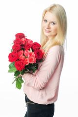Blondes Mädchen mit Rosenstrauß