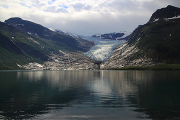 tha glacier mirroring in the lake