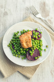 Seitan with peas and beetroots