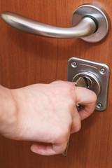 closing house door by key