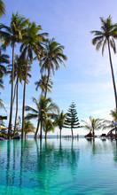 Basen na tropikalnej plaży