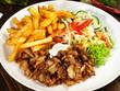 Leinwanddruck Bild - Gyros mit Pommes Frites und Salat