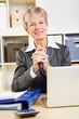 Portrait einer älteren Geschäftsfrau im Büro