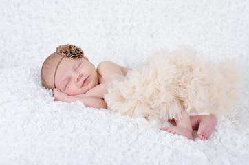 Schlafendes lächelndes Baby
