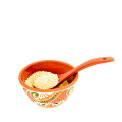 quinoa in clay bowl isoalted