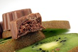 sliced ​​kiwi with chocolate