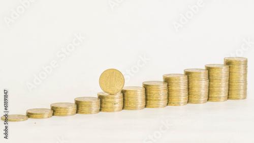 Монета на ступенях
