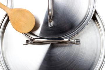 Kochlöffel auf Topfdeckel
