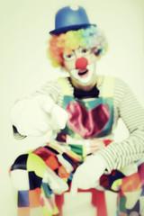 Clown mit ausgstrecktem Zeigefinger