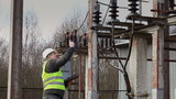 Electrician near to high-voltage cable episode 2
