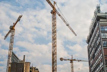 Cantiere edilizio, nuova costruzione e gru