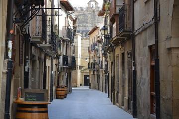 Calle en pueblo tipico de la Rioja (Laguardia)