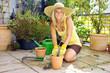 canvas print picture - Gärtnerin bei Garten-Arbeit auf Terrasse