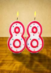 Brennende Geburtstagskerzen Nummer 88