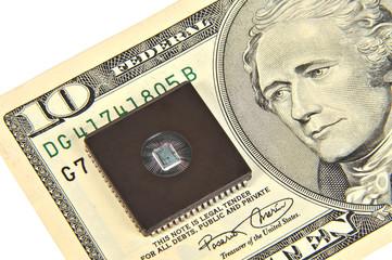 Купюра 10 долларов и электронная микросхема