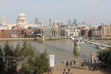London Themse Millenium Bridge
