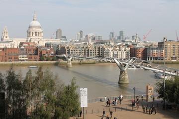 London Themse Millenium Bridge