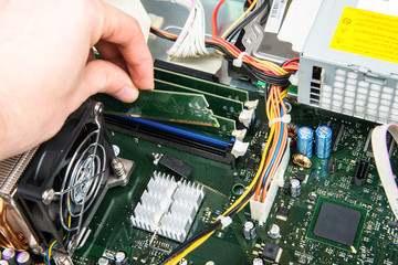 Computer - Arbeitsspeicher einsetzen