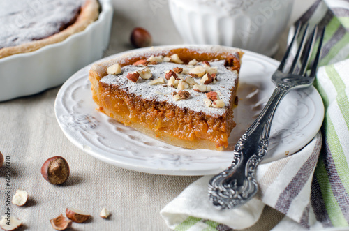Tart with caramelized apples and caramelized milk