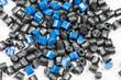 blaues + schwarzes Kunststoffgranulat - 61965286