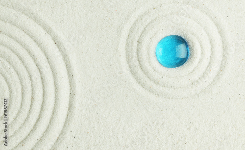 Poster Stenen in het Zand Blue bead in the sand