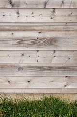 Hintergrund Sichtschutz aus unbehandeltem Nadelholz