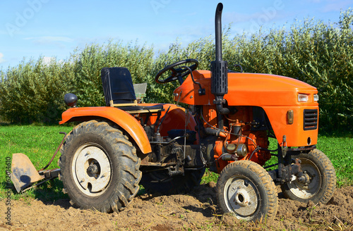 canvas print picture Wheeled tractor in the field