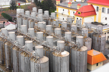 many silos tower