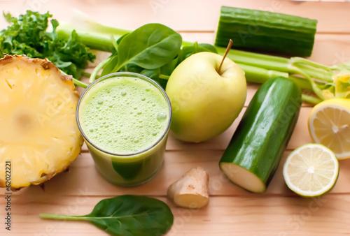 Leinwandbild Motiv healthy green detox juice