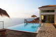 Leinwanddruck Bild - Villa am Meer mit Pool