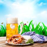 Bier und Brezn vor Frühlingshintergrund
