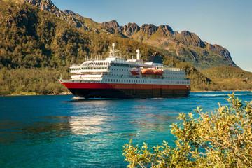 Schiff im Trollfjord
