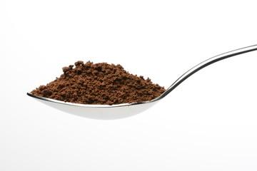 Café soluble en una cuchara, detalle