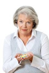 Frau mit Tabletten