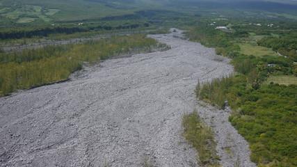 vue aérienne rivière de galets