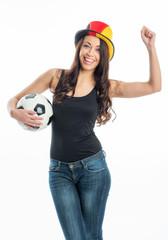 Fußballfrau mit Fanmütze