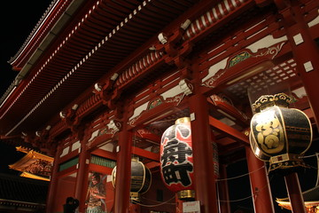 Gate and lamps of Senso-ji Temple at night, Asakusa, Tokyo, Japa