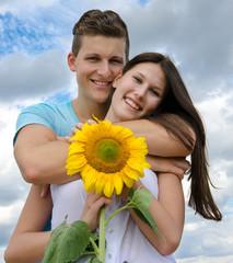 Glückliches Paar: Jung, verliebt und unbeschwert :)