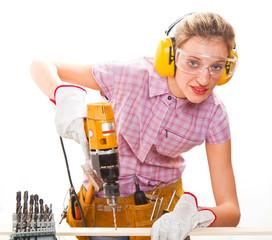 giovane ragazza con attrezzi da lavoro