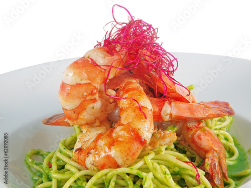 spaghetti pesto with prawns