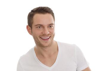 Junger Mann isoliert mit weißen Zähnen