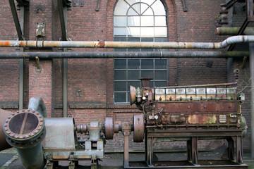 Alte Maschine im Landschaftspark Duisburg