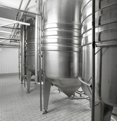 Kessel in modernerm Brauhaus // tank in brewery