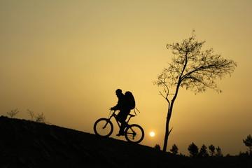 gündoğumunda bisikletle gezi