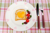 Scrambled eggs with bread on plate, on color napkin